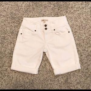 Cabi Lou Lou Style 757 White Denim Shorts